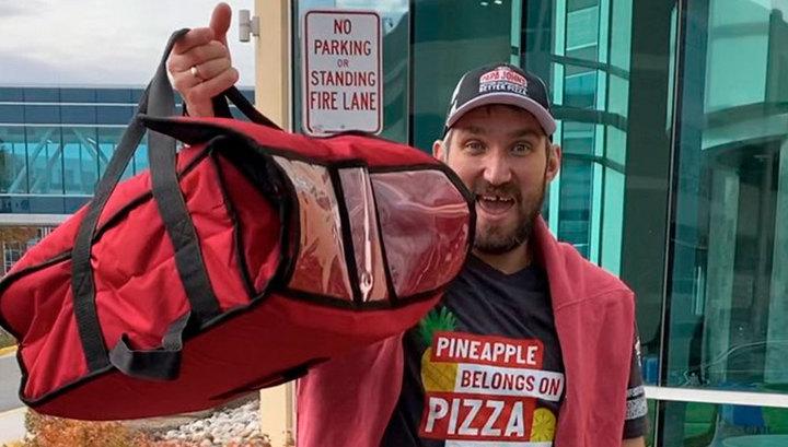 Овечкин перевоплотился в доставщика пиццы