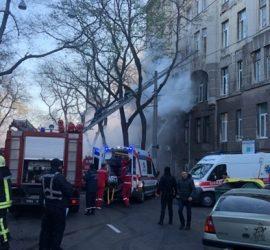 В ужасе выпрыгивали из окон: видео пожара в Одессе