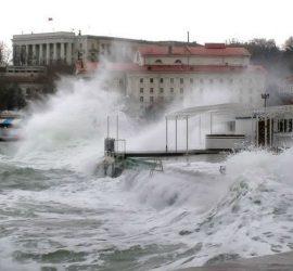 На Петербург обрушился шторм