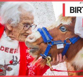 Необычные Санта Клаусы удивили 95-летнюю женщину