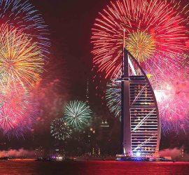 Удивительный новогодний салют запустили в ОАЭ
