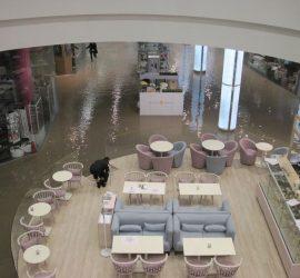 Киевский торговый центр затопило кипятком