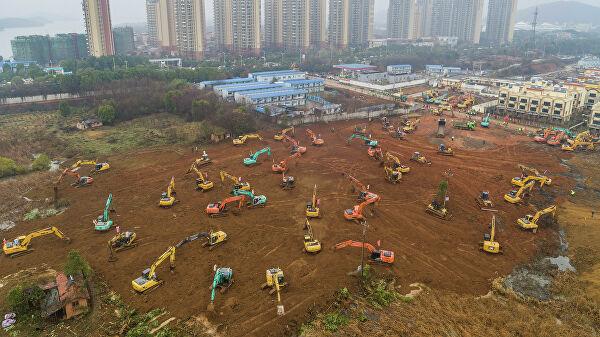 Коронавирус в Китае: дрон показал, как рабочие возводят госпиталь для зараженных