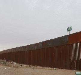 На границе США и Мексики рухнула Стена Трампа