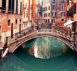 В каналах Венеции из-за карантина стала чище вода