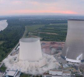 В Германии взорвали две башни закрытой АЭС