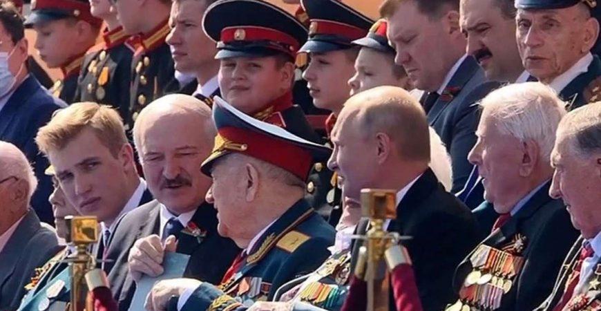 Лукашенко расчувствовался во время встречи с ветераном в Москве