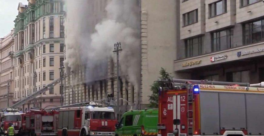 В центре Москвы разгорелся масштабный пожар