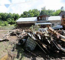 Наводнение в Подмосковье: вода смыла несколько домов и построек