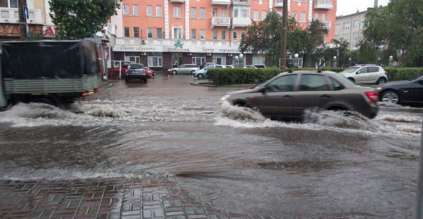 Улицы Красноярска затопило из-за сильных ливней