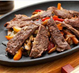 Как просто и вкусно приготовить мясо: пятерка лучших рецептов