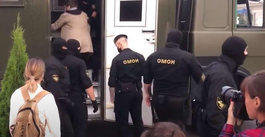 Протесты в Минске переросли в жесткую драку с ОМОНом