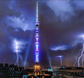 В Останкинскую башню ударила молния