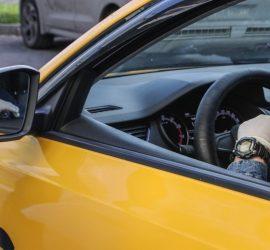 В Москве пассажиры избили таксиста за проезд остановки