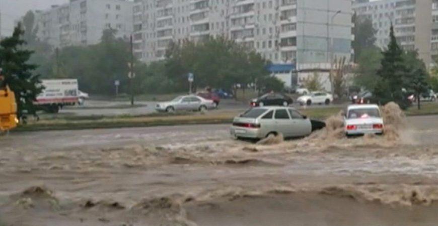 На Ростов обрушился сильный ливень с градом