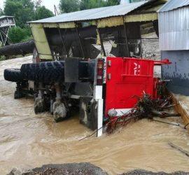 Поселение в Свердловской области затопило после дождей