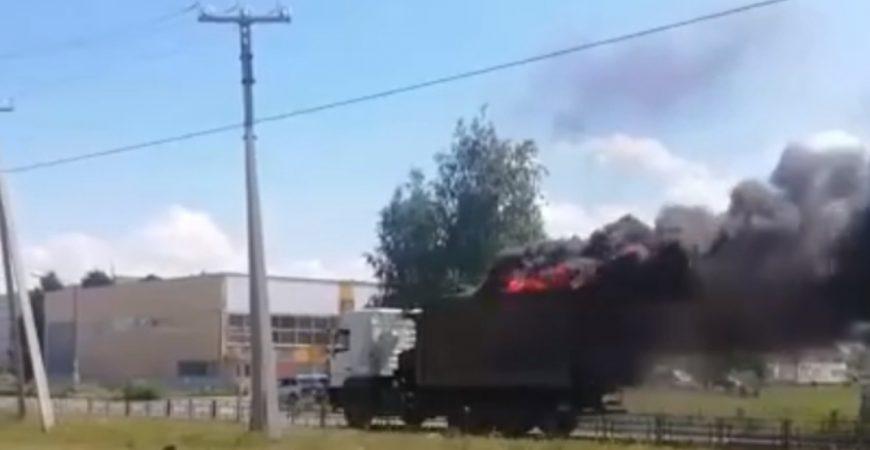 По Тольятти промчался грузовик, из которого валил черный дым