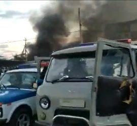 В Казахстане разъяренная толпа разгромила квартиру насильника