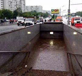На Москву обрушилось стихийное бедствие: затопило дороги и метро
