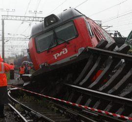 Страшная авария поездов случилась в Санкт-Петербурге: кадры трагедии