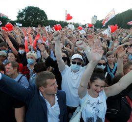 В Минске состоялся самый массовый митинг в истории Белоруссии