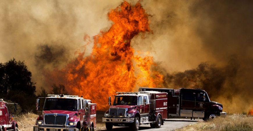 Страшные кадры мощного пожара в Калифорнии