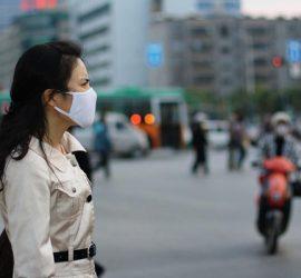 В Китае пешеходы рухнули под землю