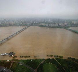 Города Южной Кореи смыло от сильнейших дождей
