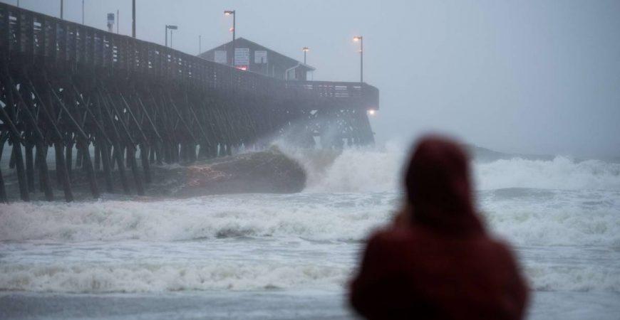 В США опубликовали поразительные кадры бушующего урагана