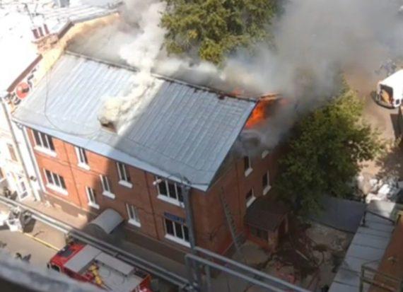В московском хостеле вспыхнул масштабный пожар