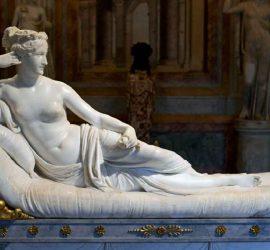 Турист повредил древнюю скульптуру в итальянском музее