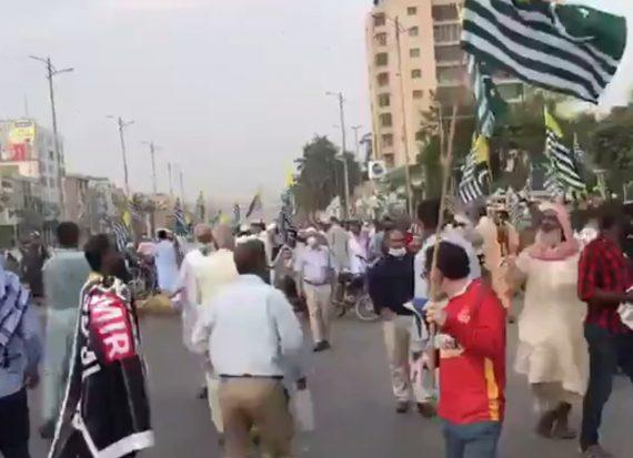 На митинге в Пакистане взорвали гранату: десятки пострадавших