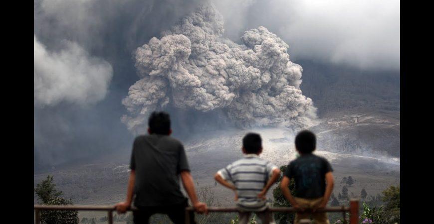 В Индонезии пробудился вулкан Синабунг