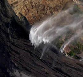 В Австралии водопад начал течь в обратном направлении