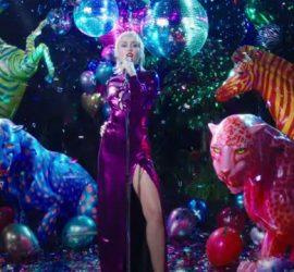 Майли Сайрус выпустила клип на песню Midnight Sky