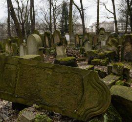 Подборка страшных вещей, снятых на кладбище