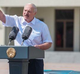 Лукашенко произносит речь под музыку Кровостока