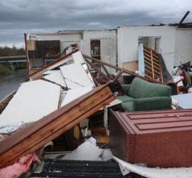 По трем штатам США ударил мощный ураган Лора