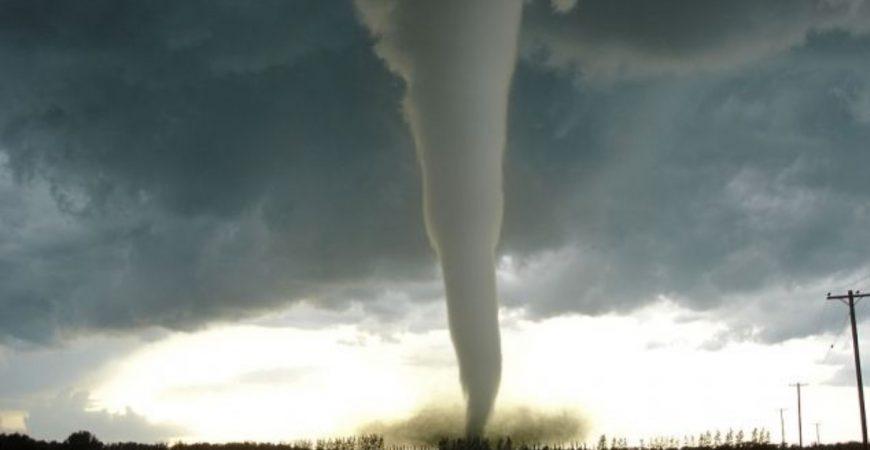 По юго-западу Крыма пронесся мощный торнадо