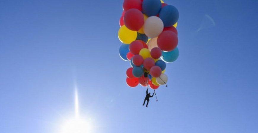 Известный иллюзионист взлетел на 7 км в небо на воздушных шарах