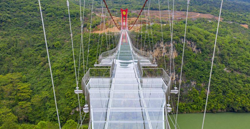 В Китае открыли самый длинный стеклянный подвесной мост