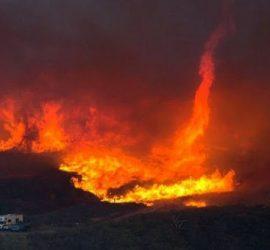 Огненный смерч прошел по Калифорнии
