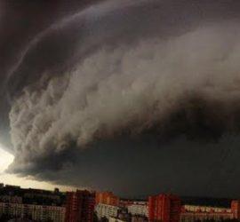 Небывалая стихия обрушилась на Москву: кадры апокалипсиса