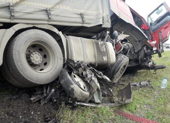 В ДТП под Иркутском погибли пять человек, уходя от погони полиции