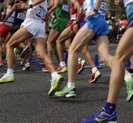Испанский легкоатлет пожертвовал победой ради конкурента