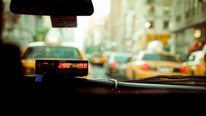 В Курске мать в такси обматерила и избила своего сына