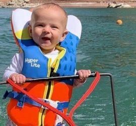 Шестимесячный малыш провел мастер-класс по водным лыжам