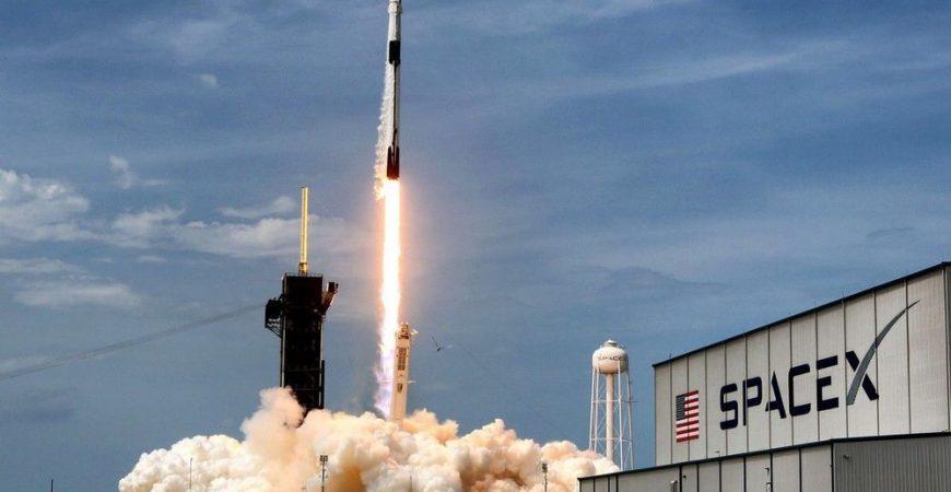 На испытаниях SpaceX произошел взрыв
